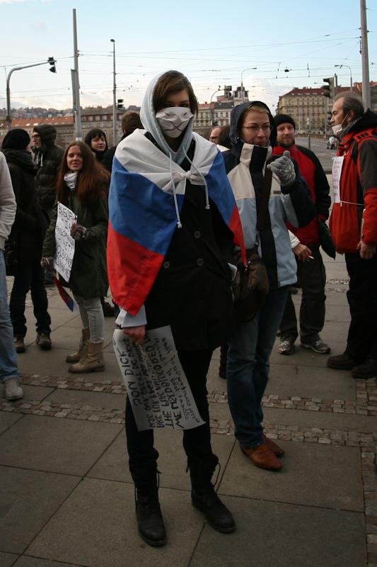 Протестующая в Праге.