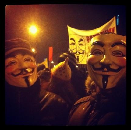 Протестующие в масках Гая Фокса